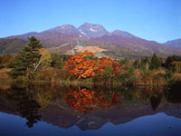 妙高高原・いもり池の紅葉